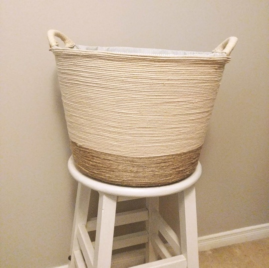 I am so glad I went with the two toned, it really add some texture to the basket. If you don't have any jute or macrame cord, you can always paint a colour on the bottom.
